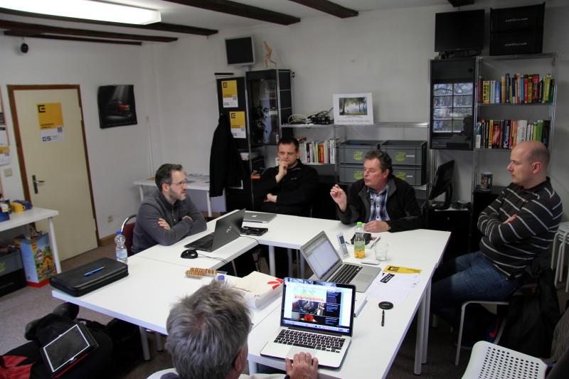 Die Teilnehmer diskutieren