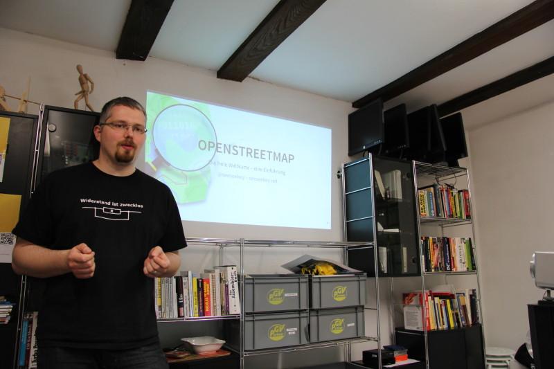 Der OpenStreetMap-Vortrag in vollem Gange