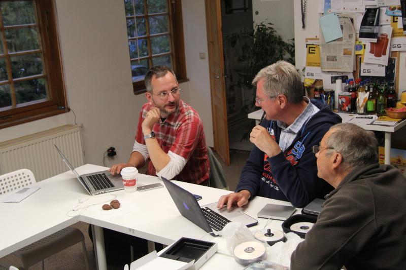 Die Fachgruppe während einer Diskussion