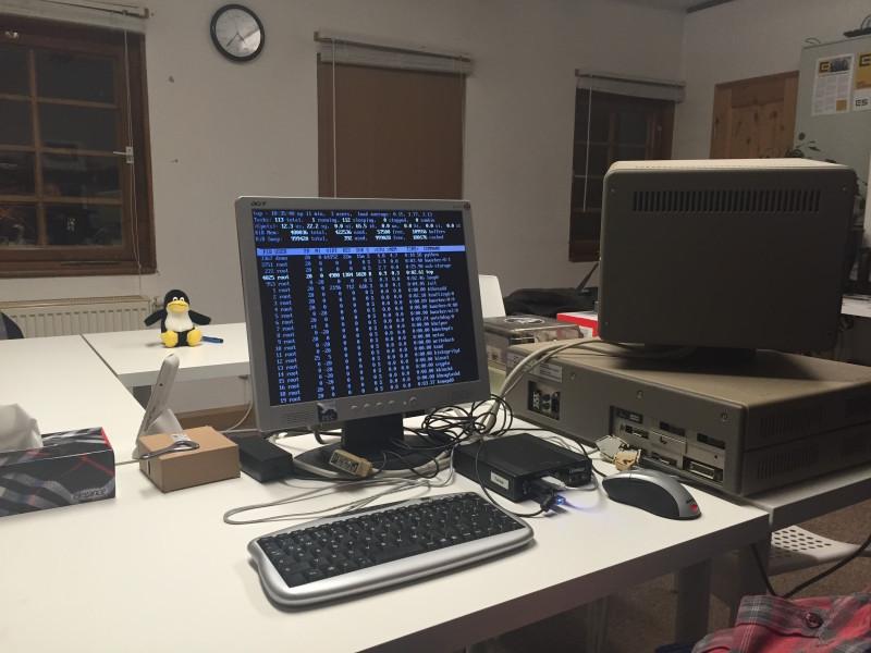 Leichtgewichtige Linux-Systeme werden auf einem der Linutops ausprobiert