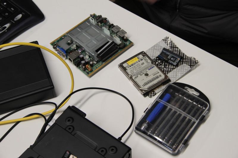 Einer der Linutops wurde mit einer Festplatte ausgerüstet